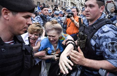 Russia's decision to free Ivan Golunov shows protests